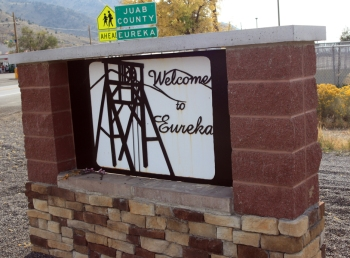 Welcome to Eureka sign on U.S. 6