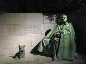 FDR statue with dog