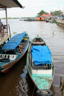 Family boats on Barito River