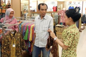 Buying batik