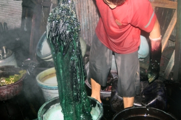 Dyeing green cloth