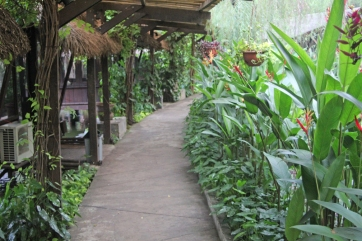 Restaurant pathway